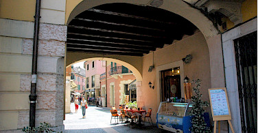 Wandering the streets of Peschiera del Garda, Italy. Flickr:Janos Korom Dr.