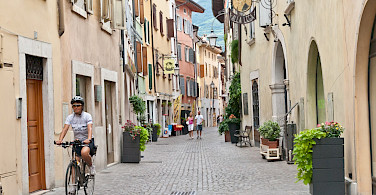 Pedestrian street in one of the towns en route. Photo via TO