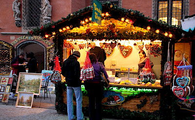 Candy shop at the Christmas Market in Wroclaw, Poland. Creative Commons:Klearchoskapoutsis