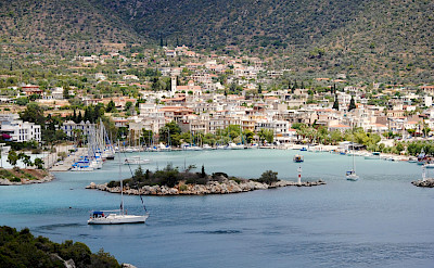 Beautiful harbors to be seen on this Greek tour! Photo via TO
