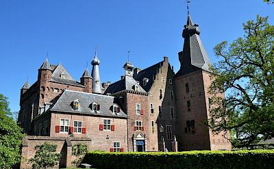 Doorwerth Castle near Arnhem, the Netherlands. Wikimedia Commons:Vincent van Zeijst