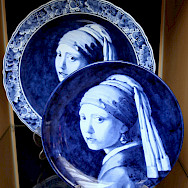 Girl with Pearl Earring by Vermeer in Delft Blue. Flickr:bert knottenbeld