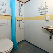 Private bathrooms in all cabins - Mecklenburg | Bike & Boat Tours