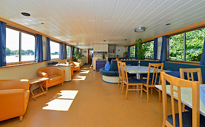 Spacious light filled dining area | Mecklenburg | Bike & Boat Tours
