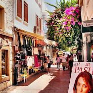 Shopping on Bodrum, Turkey. Flickr:Yilmaz Oevuenc