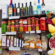 Shopping in Alberobello, Puglia, Italy. Flickr:Gianfranco Vitolo
