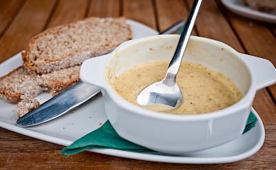 Soup and soda bread in Ireland. Flickr:daspunkt