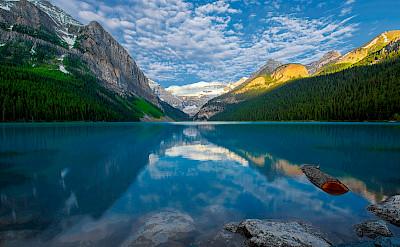 Morning at Lake Louise Lake Louise, Banff, Canada. Flickr:Jay Huang