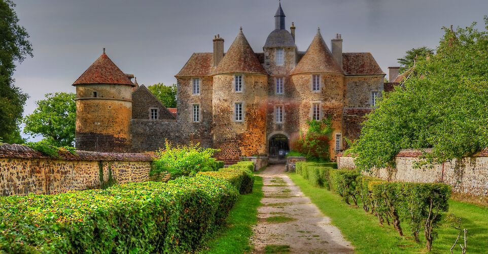 Great chateaux in Burgundy, France. Flickr:Lexe-I