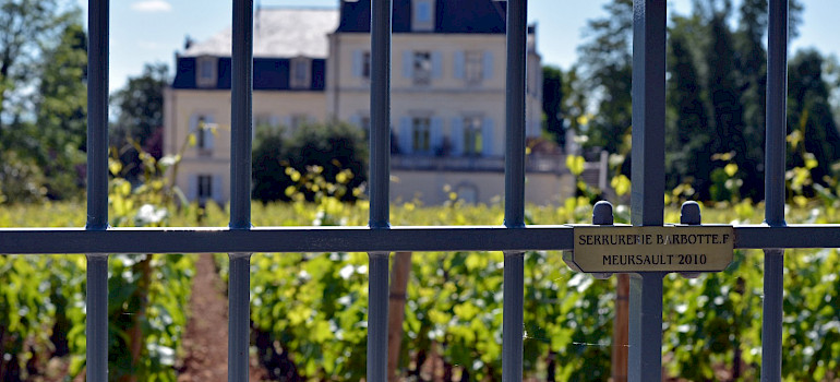 Vineyards and chateaux in Meursault in Bourgogne, eastern France. Flickr:jon oropeza