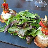 Salade Mesclun with mozzarella in France. Creative Commons:DocteurCosmos