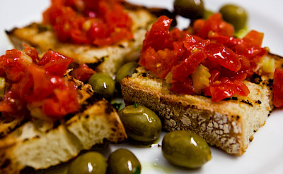 Pane e Pomodori in Puglia, Italy. Flickr:Caspar Diederik