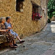 Relaxing on a quiet street in Segovia, Spain. Flickr:Neticola