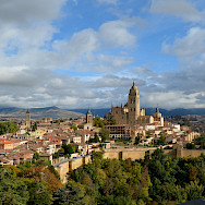 Segovia Cathedral will guide your way. Flickr:Pedro