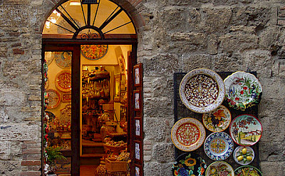 Shopping in San Gimignano, Tuscany, Italy. Flickr:Frank Kovalchek