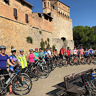 Group photo on this Tuscany Italy Bike Tour.