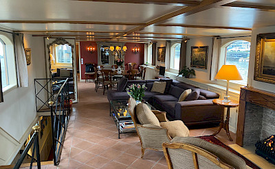 The luxurious salon on the Aurora | Bike & Boat Tours