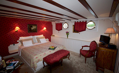 Red bedroom | Aurora | Bike & Boat Tours