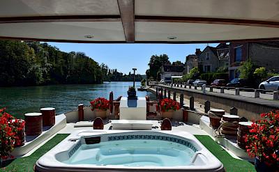 Jacuzzi | Aurora | Bike & Boat Tours