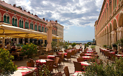 Cafe in Split on the Dalmatian Coast in Croatia. Flickr:Bastivoe
