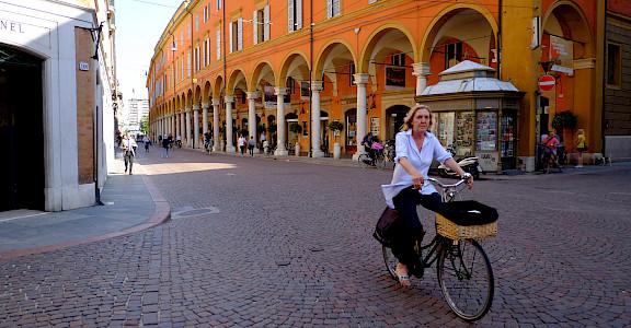Biking through Modena, Emilia-Romagna, Italy. Flickr:German Poo-Caamano