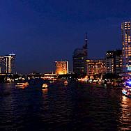 Evening in Bangkok, Thailand. Flickr:vngrijl