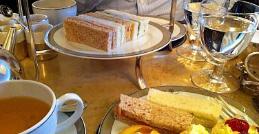 Afternoon high tea in England. Flickr:aehdeschaine