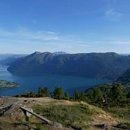 Hiking Molden at Svarthiller in Norway. Photo via TO