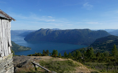 Hiking Molden at Svarthiller in Norway. Photo via TO