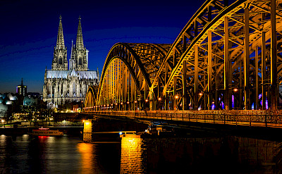 Cologne Cathedral and bridge in Germany. Flickr:Daniel Knieper