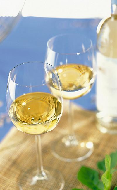 Wine tasting perhaps in the Côte d'Azur, France. Flickr:vinhosdeprovence