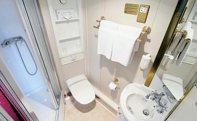 Cabin Bathroom | MS Prinzessin Katharina | Bike & Boat Tours