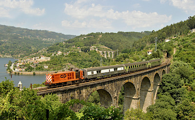 Train in Regua, Portugal. Flickr:Nelso Silva