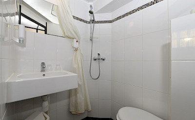 Bathroom on the Serena | North Holland | Bike & Boat
