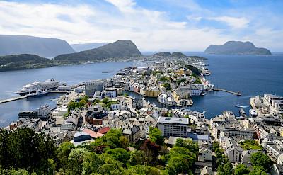 Ships in Ålesund, Norway. Flickr:dconvertini