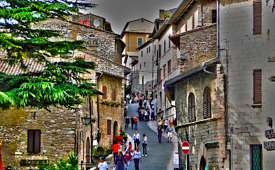 Walking through Assisi in Umbria, Italy. Flickr:Rodrigo Soldon