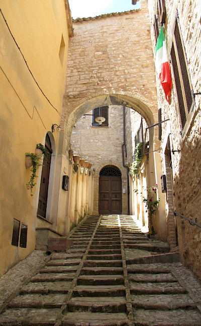 Steep stairs in Spello, Umbria, Italy. Flickr:Christopher John SSF