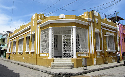 Typical house in Santa Marta, Colombia. CC:Felipe Restrepo Acosta