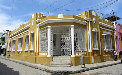 Typical house in Santa Marta, Colombia. CC:Felipe Restrepo Acosta