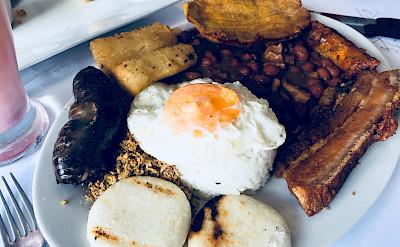 Bandeja Paisa (a traditional Colombian dish). Flickr:Edgar Zunigar Jr.