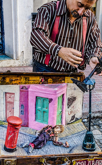Puppeteer in Buenos Aires, Argentina. Flickr:Steven dosRemedios
