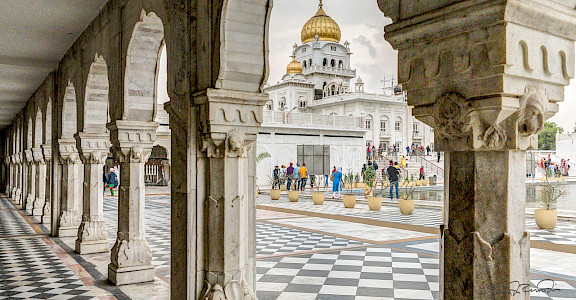 Gurudwara Sahib Sarovar Temple in New Delhi, India. Flickr:Steven dosRemedios 30.699119, 76.732483