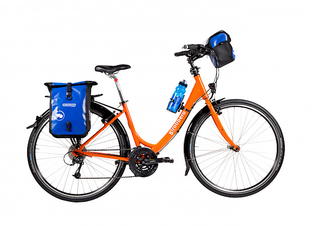Low entry city touring bike with accessories