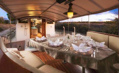 Al fresco dining | Roi Soleil | Bike & Boat Tours France ©Roi Soleil