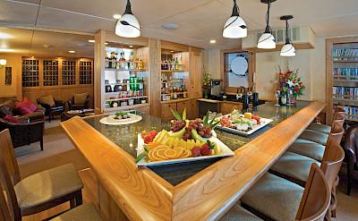 Bar area | Safari Explorer | Alaska and Hawaii Cruise Tour