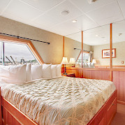 Bed Commodore Suite | Safari Explorer | Alaska and Hawaii Cruise Tour