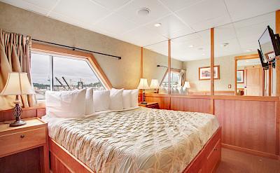 Bed Commodore Suite | Safari Explorer | Alaska and Hawaii Cruise Tour