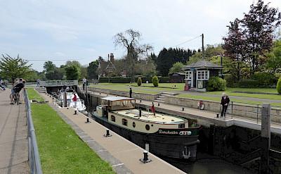 Lock in Shepperton, England. Flickr:Andrew Bowden
