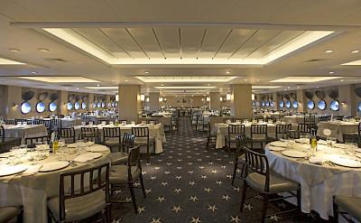 Dining | Ventus Australis | Argentina Cruise Ship