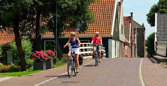 Biking in beautiful, flat Holland! ©TO